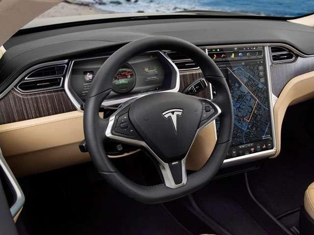 """Musk: """"Entro due anni le Tesla guideranno da sole"""""""