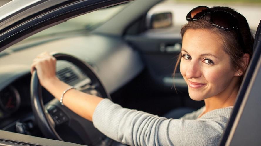 Donne al volante, attenzione costante