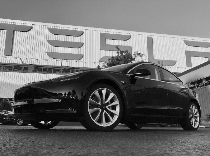 Tesla Model 3 in arrivo il primo esemplare